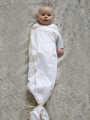 Baby hoe lang inbakeren? Tot welke leeftijd? Hoe zit het met draaien of omrollen? Afbouwen met arm vrij kan met Pacco Plus