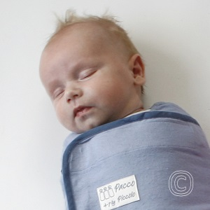 Baby minimaal elke 3 uur voeden en let op hongersignalen in lichte fase van slaap