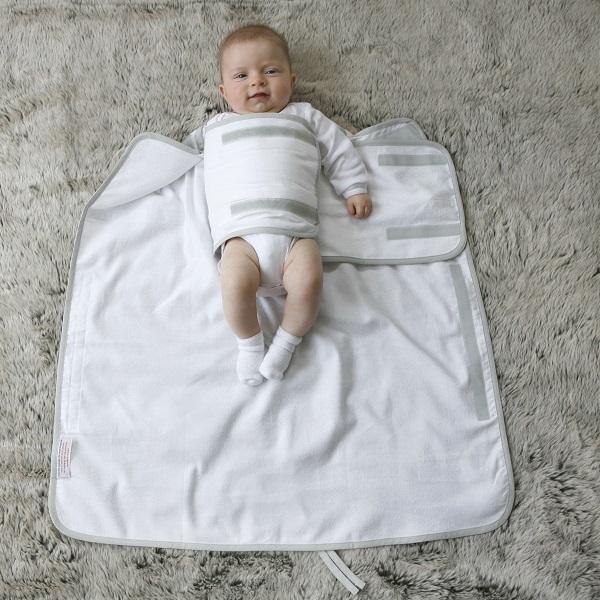 Baby inbakeren met Pacco inbakerdoek