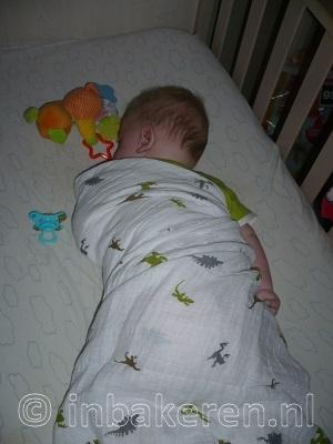 Baby inbakeren in 1 hydrofiel doek is onveilig