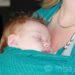 Draag jouw baby in een kwalitatief goede draagdoek of ergonomische drager, rechtop én met het gezicht naar je toe