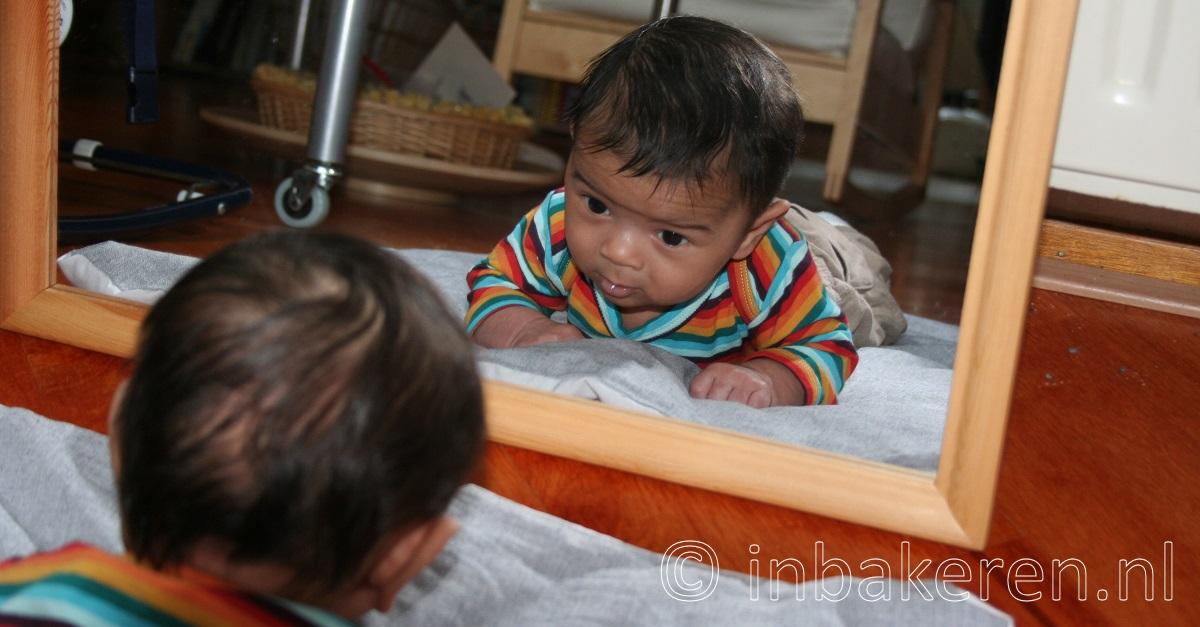 Baby voorkeurshouding of scheef hoofd hoe te veranderen