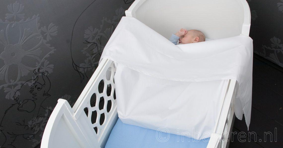 Matrozenbedje laat jouw baby veilig boven in zijn ledikant slapen